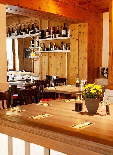 Tische griechisches Lokal München