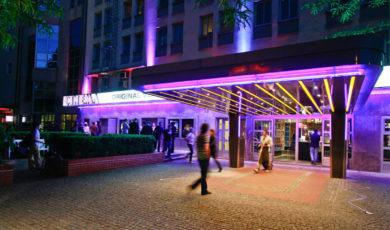 Das Restaurant in der Nähe des Cinema Filmtheaters